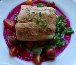 Filet z pstrąga łososiowego z warzywami
