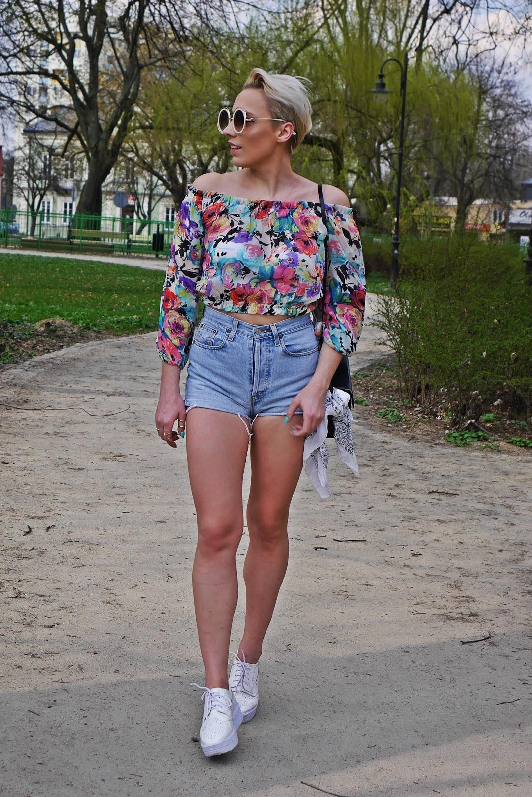 szorty_z-wysokim_stanem_koszulka_bez_ramion_platformy_biale_karyn_blog_110417b
