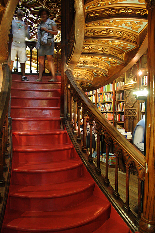 Creative guide to colorful Porto - Lello bookshop | Happy in Red