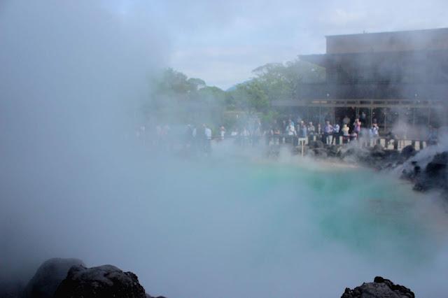 自然の不思議さを感じられる、別府温泉の定番、地獄めぐり【t】海地獄