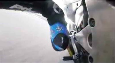thumb brake button membantu pembalap mengerem saat belok kanan