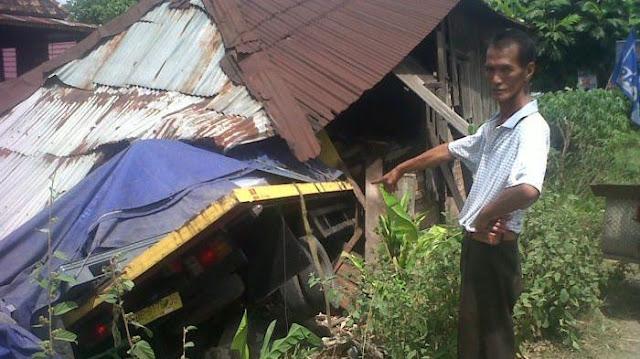 Rumah Diseruduk Truk Fuso, 4 Tewas Satu di Antaranya Balita