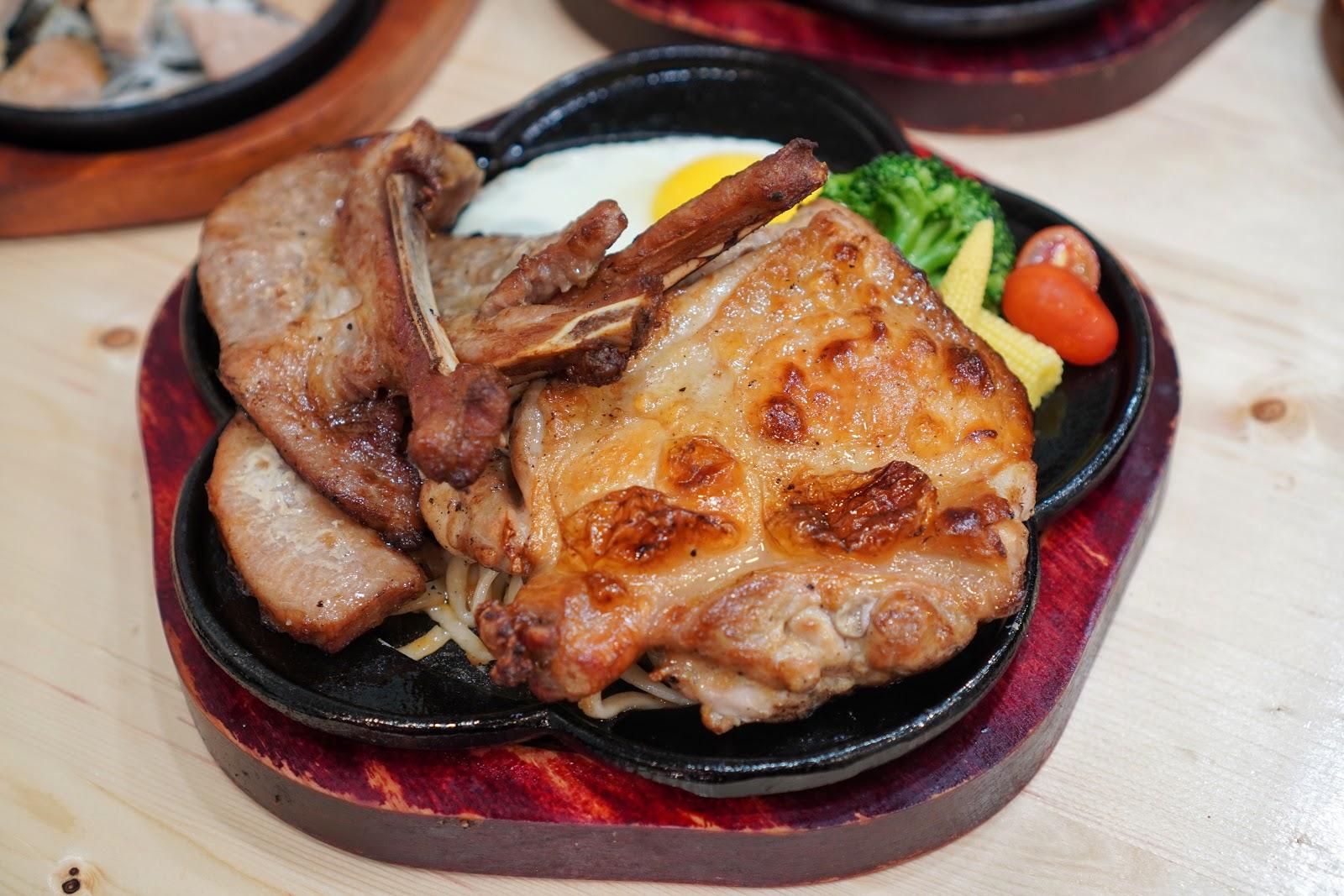 台南安南區美食【19House炙燒牛排安南店】三隻小豬與好朋友