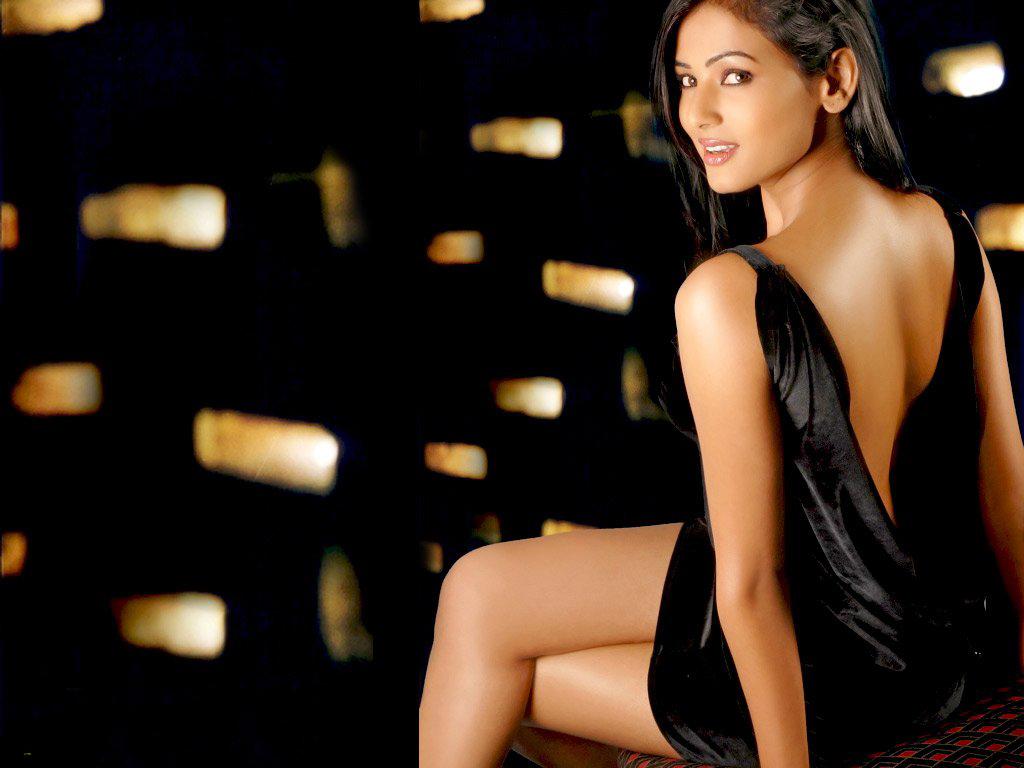 Actress Hot Stills: Sonal Chauhan Hot And Sexy Snaps