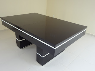 4d4aac193 Mesa de bilhar   jantar com tampo dividido ao meio. Cor preto brilhante com  detalhe branco. Tipo de madeira pinus ou cedrinho ou mdf brilhante