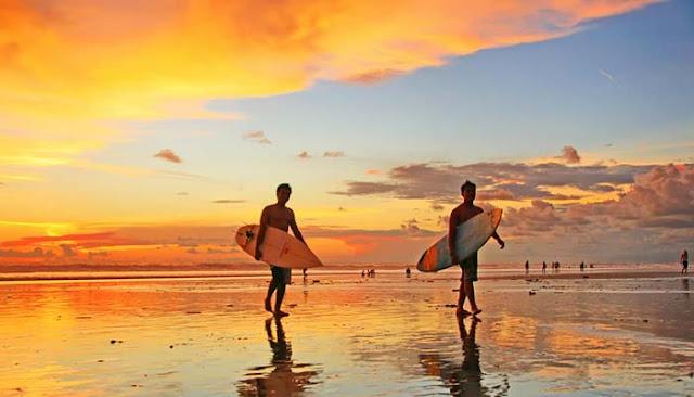 Indahnya Pasir Putih dan Sunset di Pantai Kuta Bali