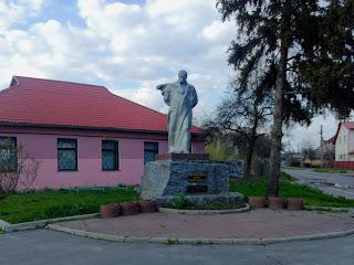 Миргород. Памятник Т. Г. Шевченко