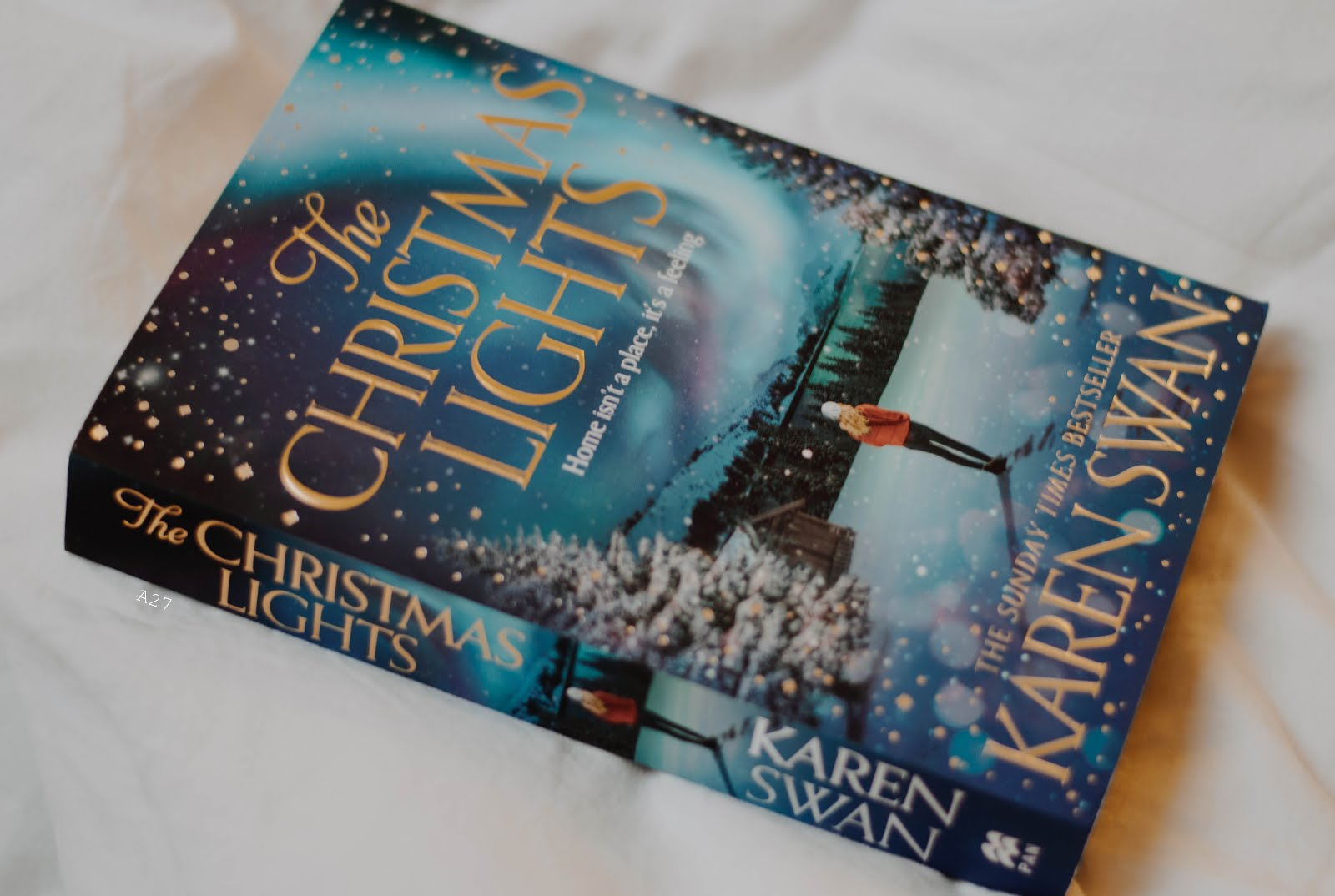 THE CHRISTMAS LIGHTS BY KAREN SWAN | MY TO READ LIST FOR 2019 | ANNATWENTYSEVEN