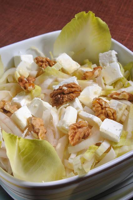 Salata de andive cu feta, miere si nuci