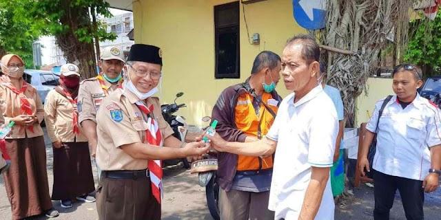 Kak Bahron Ajak Pengurus Kwarcab Berbagi Masker dan Hand Sanitizer
