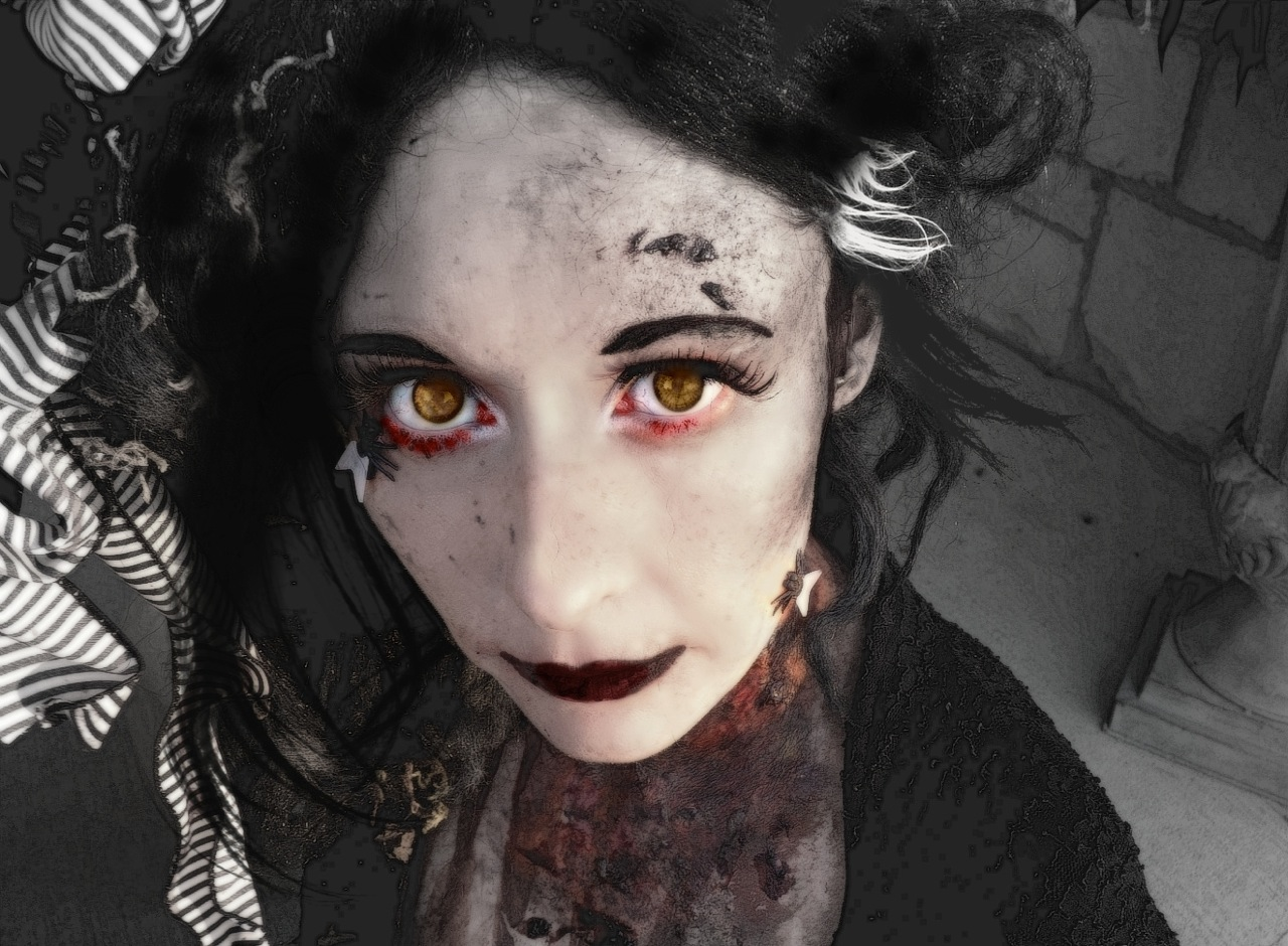 Hot Zombie Girl