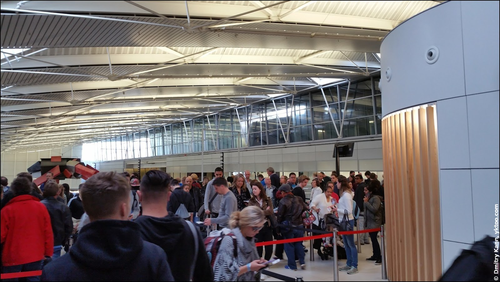 Schiphol: queue for security check.