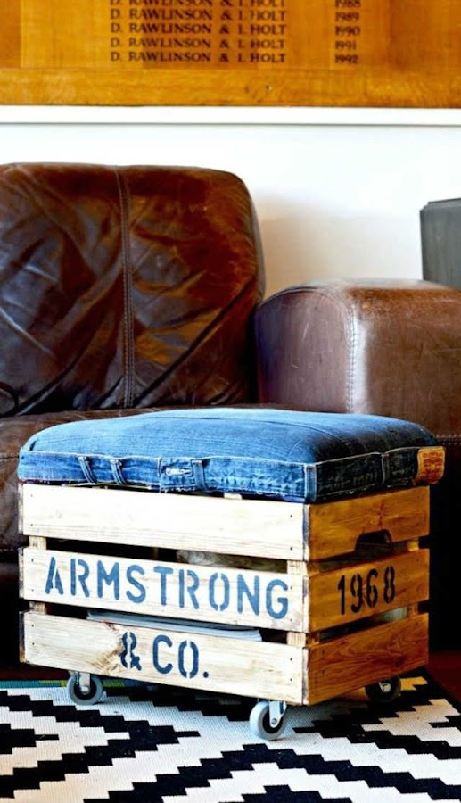 puf con ruedas reciclando tela vaquera y una caja de madera