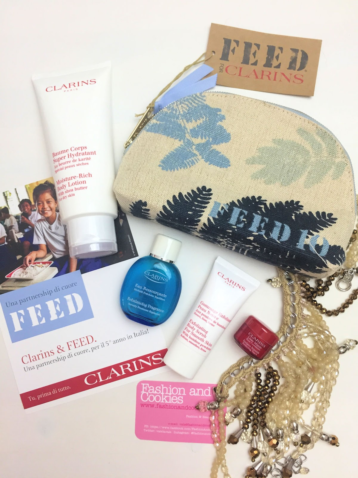 Clarins & FEED: la trousse in edizione limitata per aiutare i bambini su Fashion and Cookies beauty blog, beauty blogger