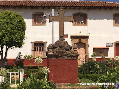 Cruz Atrial en el Templo de Nuestra Señora de la Natividad en Cuanajo