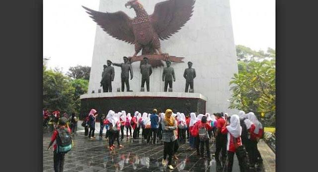 Liburan, Monumen Pancasila Sakti Saksi Kekejaman PKI, Ramai Pengunjung
