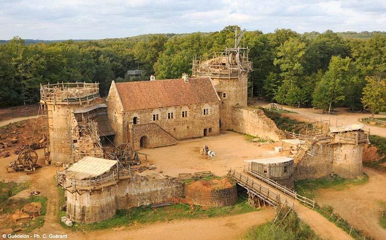 Guédelon, un castillo medieval en construcción | Francia