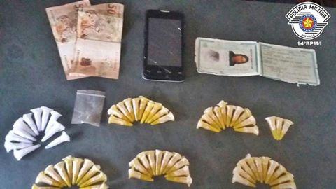 POLÍCIA MILITAR PRENDE MULHER NO TRÁFICO DE DROGAS EM MIRACATU