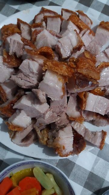 """Poitrine de porc laquée; """"Thịt heo quay"""" Une viande tendre et moelleuse,une peau dorée et croustillante!"""