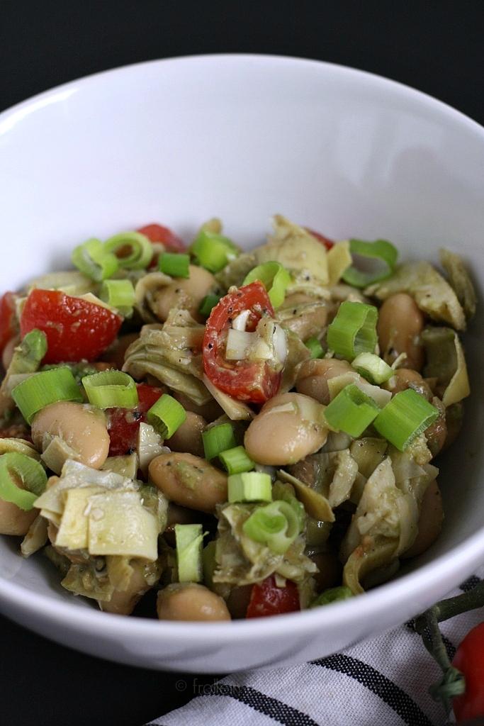 Mittwochs mag ich, Avocado Artischocken Bohnen Tomaten Salat, schneller Grillsalat Salat zum Grillen, Rezept Bohnensalat, low carb Salat, low carb Beilage, Logi Salat Rezept