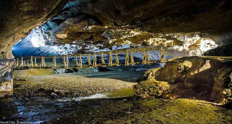 Imagini cu Pestera Bolii din Petrosani judetul Hunedoara