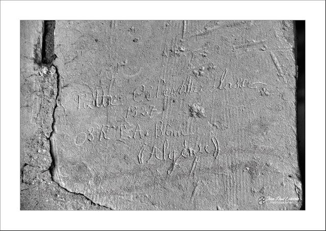 graffitis-eglise-de-parnay-maine-et-loire