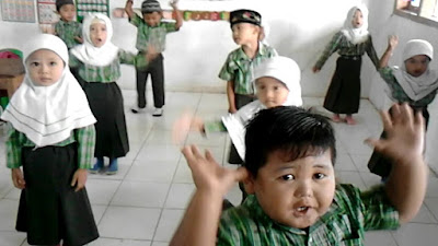 Download Video Senam Pinguin Video Gerak dan Lagu Anak PAUD/TK/RA/KB/TPA