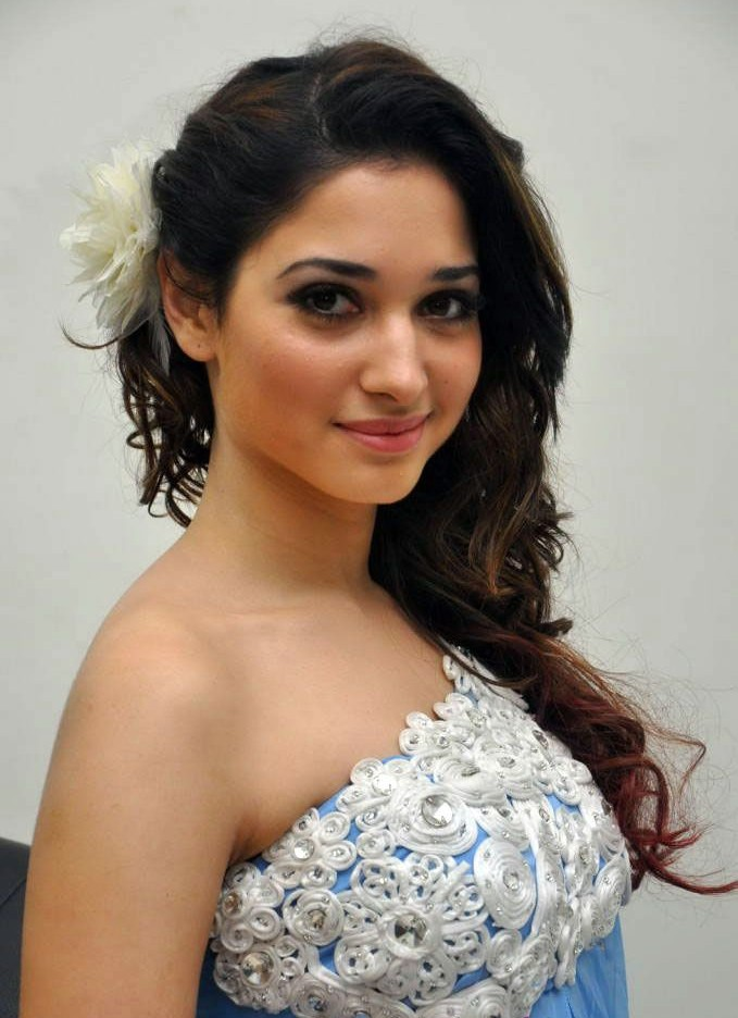 Tamanna Blue Saree: Movie Actress Hot Pics: Tamanna Blue Dress Pics