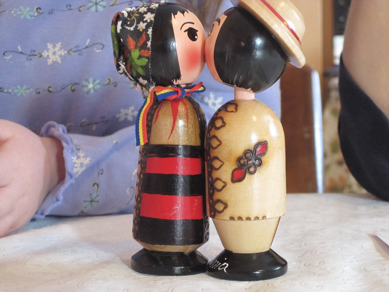 ICH Blog: Romanian Wooden Kissing Bobblehead Dolls