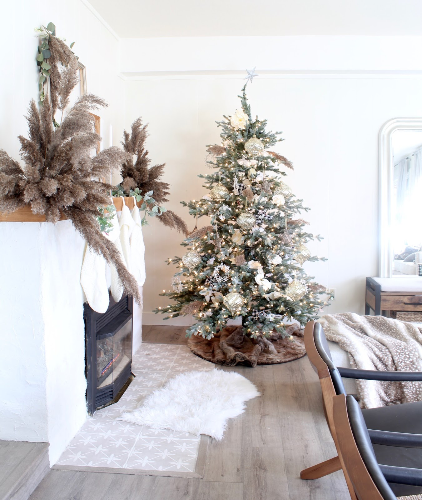 nordic-christmas-decorating-ideas-pampas-grass-diy-wedding-holiday-decor-7