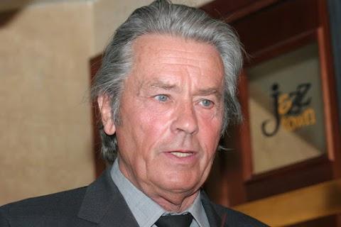 Áll a bál Alain Delon életműdíja miatt Cannes-ban