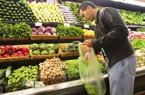 Ένας στους τρεις Έλληνες δυσκολεύεται να αγοράσει βασικά είδη διατροφής!