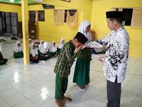 Siswa Madrasah Ibtidaiyah Negeri 10 Rantau Karau Raya Terima Kartu Indonesia Pintar