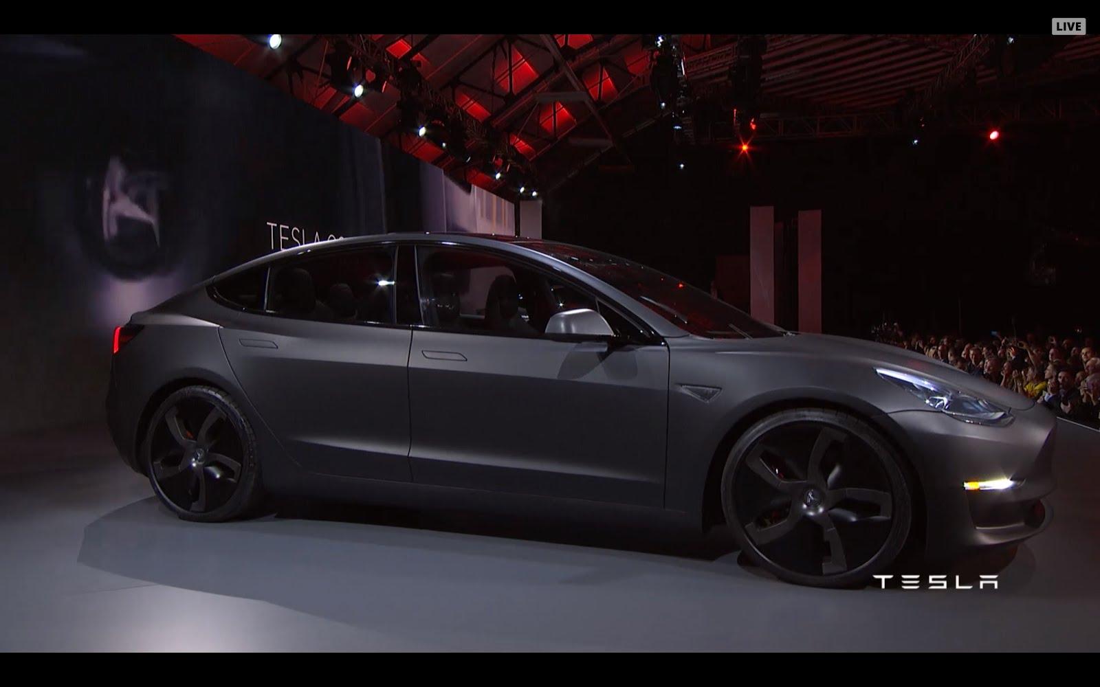 Il Disinformatico: Tesla Model 3, l'auto elettrica che si vende come on