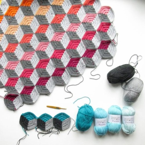 Free Geo-Hexie Crochet Pattern + Tutorial