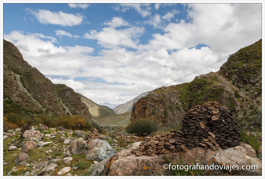 camino al Monasterio de Tsurphu Tsurpu o Chubu en Tibet cerca de Lhasa