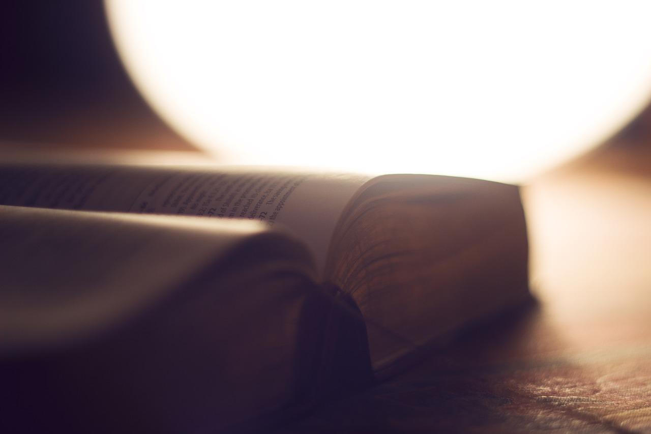 Bíblia aberta num momento de devocional