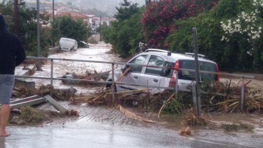 Βούλιαξε την Χαλκιδική η κακοκαιρία – Ποτάμια οι δρόμοι