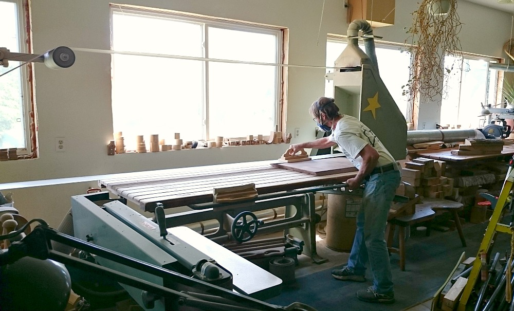 DIY Solid Walnut Desk Tutorial + Photos // www.danslelakehouse.com // @danslelakehouse