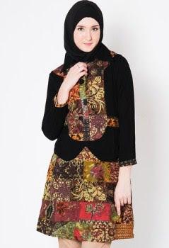 Baju batik atasan wanita gemuk muslim Berhijab
