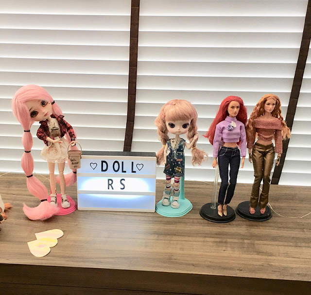 Bonecas e plaquinha Dolls RS