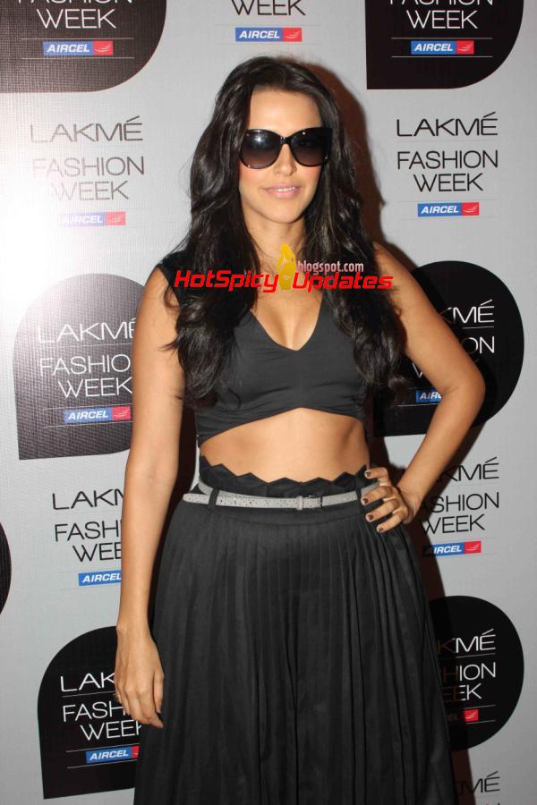 neha dhupia latest hot stills from lakme fashion week summer resort 2013