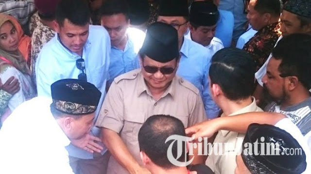 Bagikan 200 Buku di Magetan, Prabowo Minta Masyarakat Teladani Gubernur yang Dibunuh Pasukan Pro PKI
