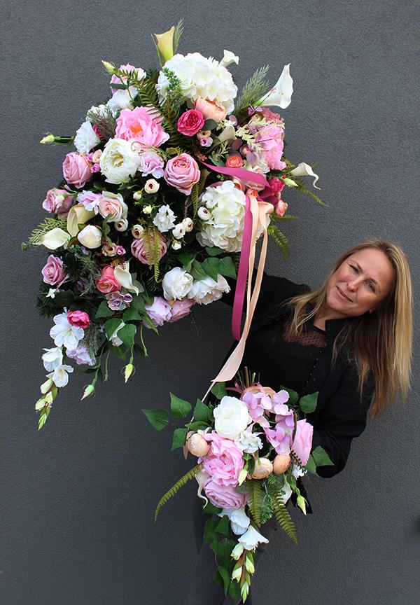 Kwiatowe dekoracje nagrobne