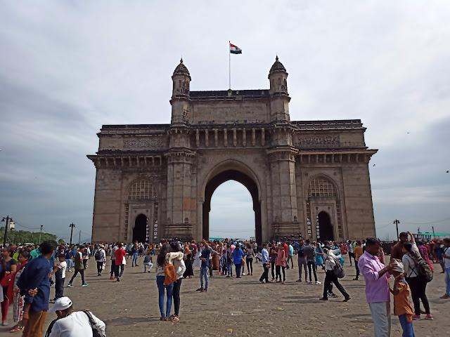 Gateway of India, Mumbai, with tourists