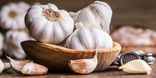 Turunkan Kolesterol Anda Hanya Dengan Rajin Makan Bawang Putih Setiap Hari