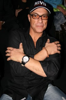 Jean-Claude Van Damme dan Gelang Kesehatan Biji Jenitri
