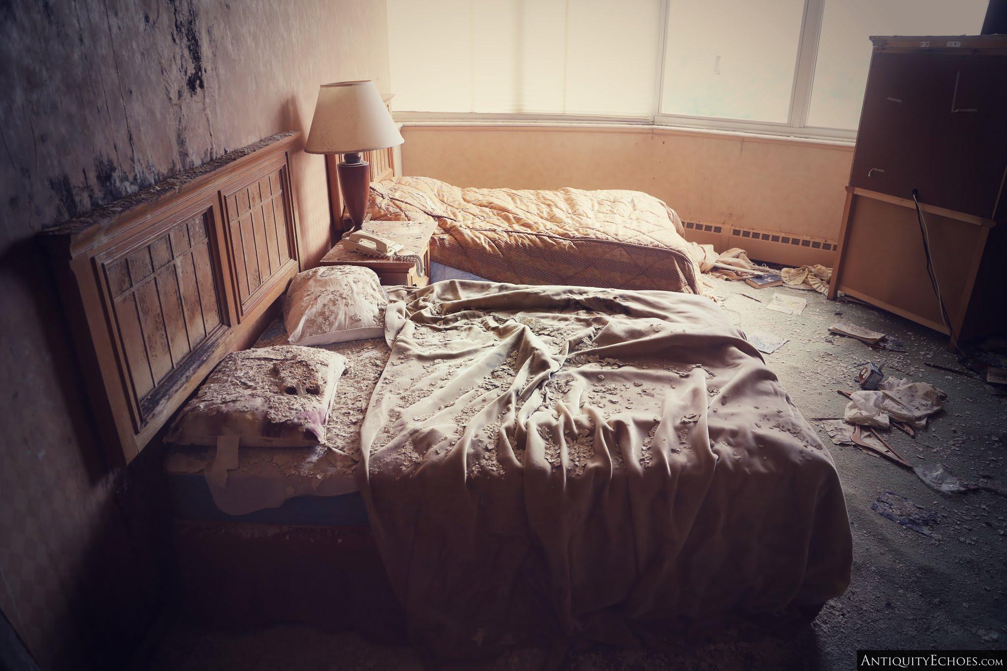 Nevele Grande - Rotting Bedroom
