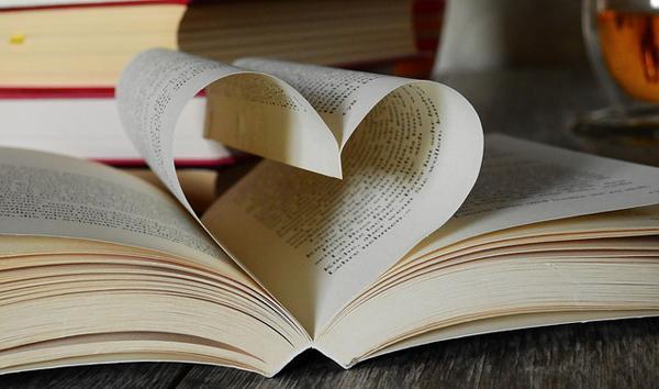 Membaca bahasa tubuh yang ditunjukkan siswa saat ia memendam perasaan suka atau hatuh cinta pada temannya