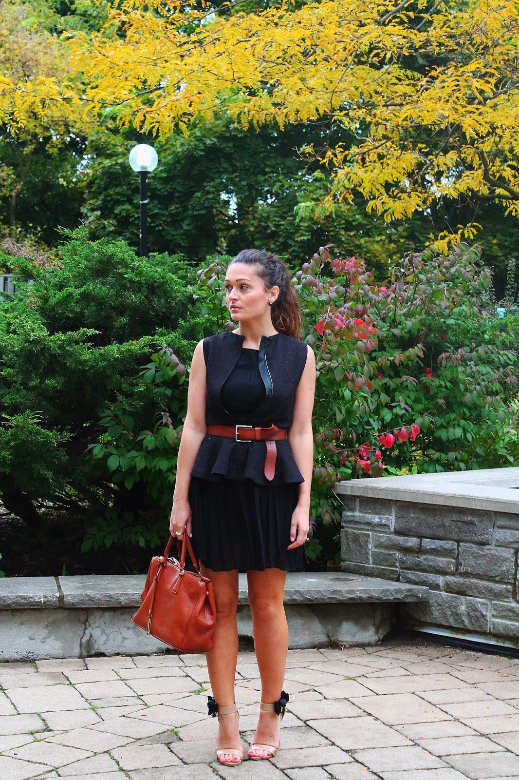 Peplum vest, pleated dress, fall outfit, maximize your wardrobe, blogerke, haljina sa faltnama, toronto street style, canadian fashion blogger, top UK blogger